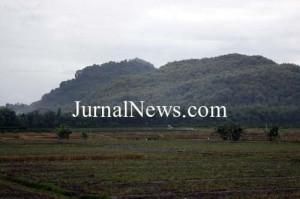 Potensi desa-Tampak gunung Srawet di Desa Kebondalem Kecamatan Bangorejo.  Gunung inilah yang menjadi tempat lomba LGS 2017 pada Minggu (7/5/2017).