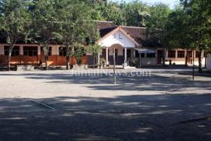 Halaman SD Negeri 1 Kedungasri, tempat terjadinya upaya penculikan Fino dan Nizam. (Ir/JN)