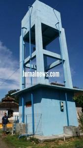 Foto: Tower pengadaan air bersih di dusun Tegalwagah desa Siliragung yang mangkrak. (Dok.adi)