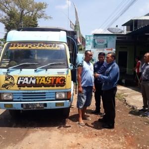 Mobil truk dan sopir saat akan ditangkap oleh Polisi
