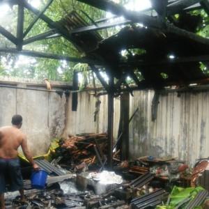 Foto: rumah yang terbakar