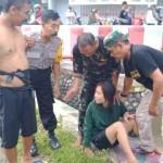 Foto: Saat dilokasi kejadian, hermawan disebalah kiri bersama Bahbinkantibmas.