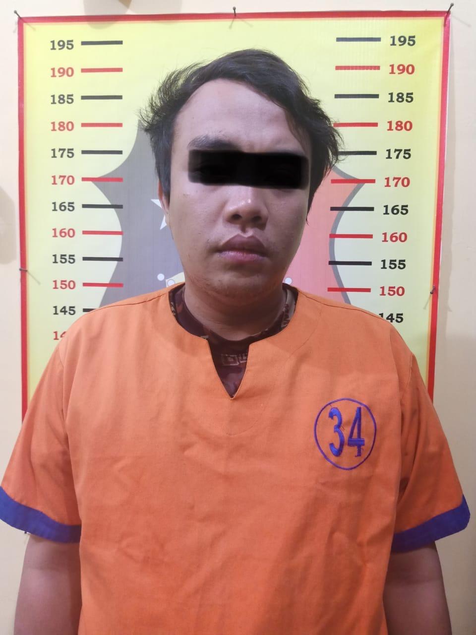 Foto: Ulum malindo saat diamankan di Polsek Cluring.