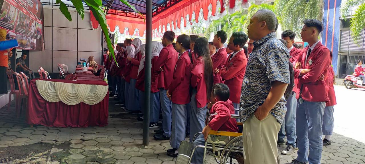 Foto: siswa SMK 17 saat akan melaksanakan ujian. Doc, Polsek Cluring.