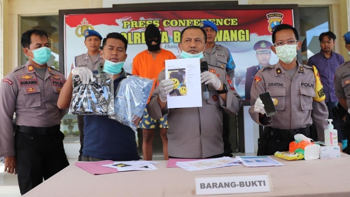 Foto: Kapolresta Banyuwangi, Kombes Arman Asmara Syarifudin menunjukkan barang bukti.