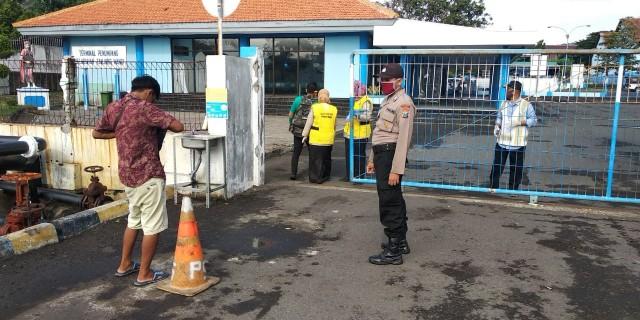 37 Penumpang Kapal Sabuk Nusantara 92 Dikarantina di GOR Tawangalun
