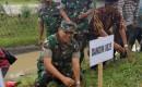 Penanaman Rumput Vetiver Ditepi Sungai Oleh Dandim 0825 Banyuwangi, Cegah Longsor