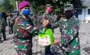 Puslatpur 7 Marinir, Bagikan Sembako  Di Kawasan Sekitar Markas