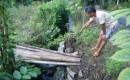 Bangunan Penahan Bahu Jalan Di Desa Sembulung Ambrol