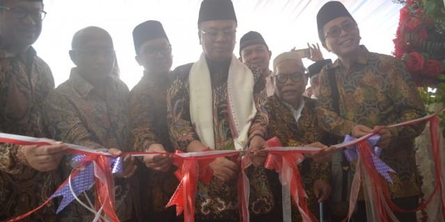OJK Bersama Astra Nasional Meresmikan Bank Wakaf Mikro di Pompes Minhajut Thullab