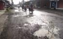 Jalan Berlubang Di Keluhkan Pengguna Kendaraan bermotor, Kaligondo Genteng