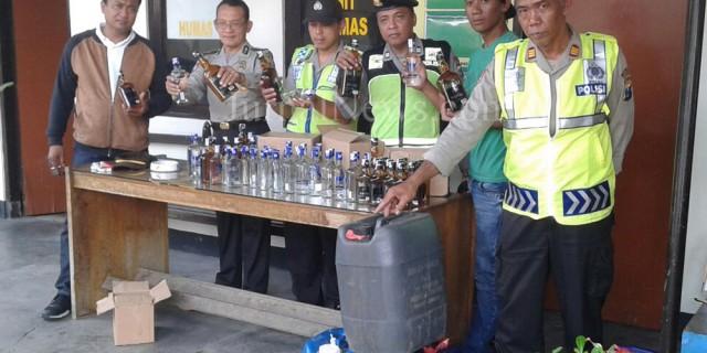 Ratusan Liter Tuak Disembunyikan di Kandang Kambing